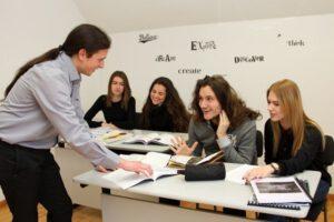 Учениците на гимназията в София са ангажирани в процеса на обучение