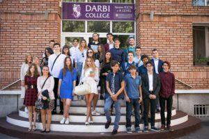 Академичният съвет на Darbi College препоръчва кандидатстване след 7. клас.