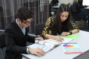 Частната гимназия в София Darbi College дава възможност за избор на изучаваните дисциплини в IGCSE и A Level.