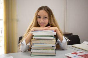 Програмата в колежа развива уменията за анализ и критично мислене на учениците